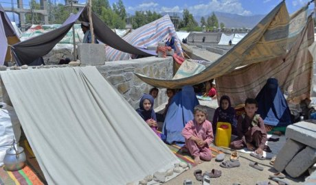 Afghan families who have been displaced due to fighting between Taliban and Afghan forces, take temporary shelter at a market in Mihtarlam, the capital of Laghman Province.(File/AFP)