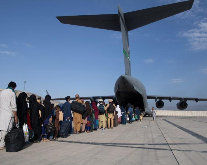 US airmen load passengers aboard a U.S. Air Force C-17 at Hamid Karzai International Airport in Afghanistan. (US Air Force/Master Sgt. Donald R. Allen)