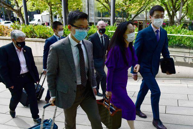 Photo: Huawei chief financial officer Meng Wanzhou returns to British Columbia Supreme Court on Aug. 18, 2021, in Vancouver, during her last extradition hearing. (DON MACKINNON/AFP/GETTY IMAGES)