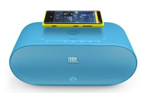 jbl-powerup-wireless-charging-speaker-for-nokia-with-nokia-lumia-920