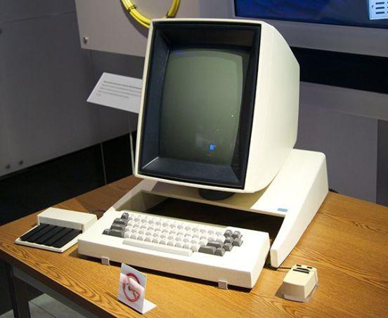 De eerste computer met muis en GUI. Steve Jobs zag dit tijdens een rondleiding en de rest is geschiedenis.