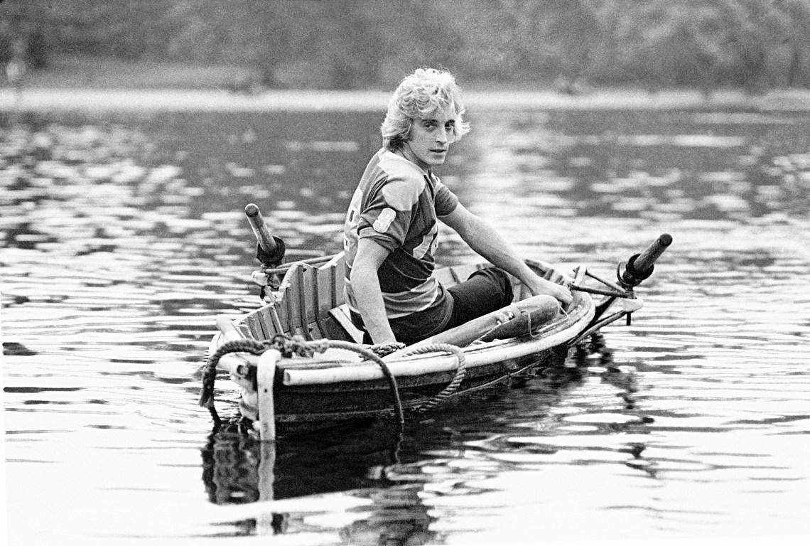 MICK-Ronson.-Boat-Serpintine,-Arrowsmith.©4.jpg