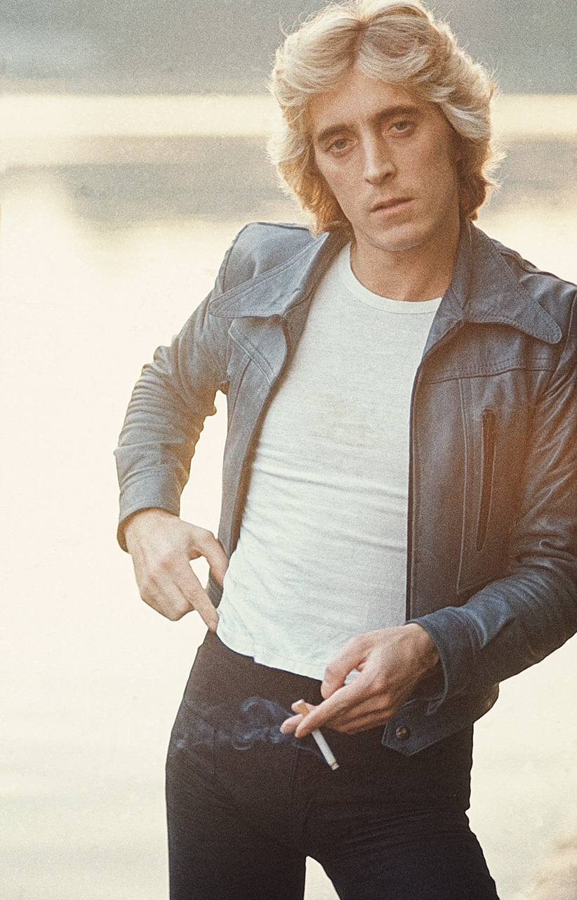 Mick-Ronson-Bowie-Guitarist-cigarette.jpg