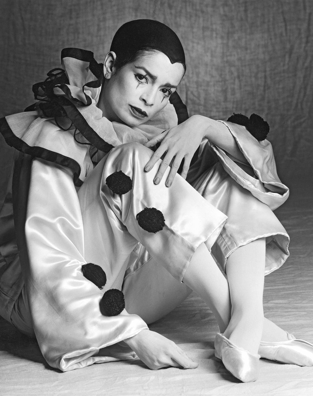 Bianca-Jagger-as-Columbien,.jpg