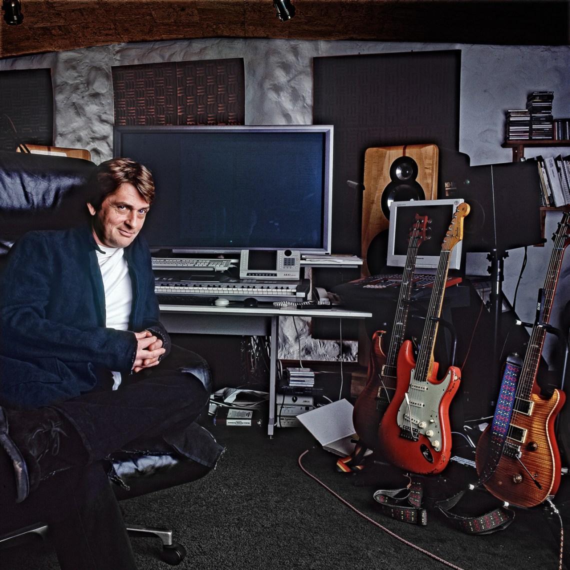 Mike-Oldfield-Studio-.jpg