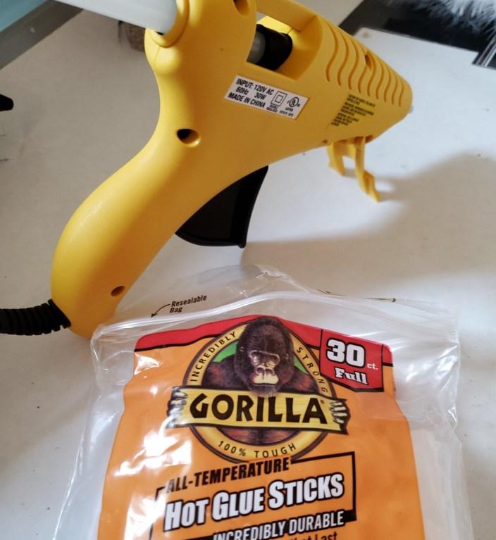 Glue gun and glue sticks