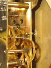 Early type of dial mounting (using taper pin)