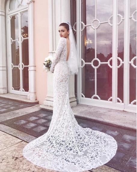 Eleonora Carisi posando con su vestido de Elie Saab
