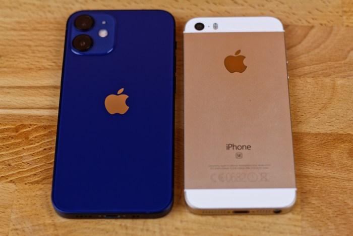iPhone 12 mini vs iPhone SE