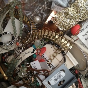 0000077_junk-jewelry-white-hot-11-lbs