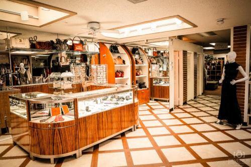 Bellissima Consignment Closet Full Of Cash 2
