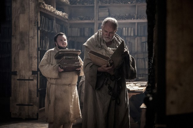 John-Bradley-as-Samwell-Tarly-and-Jim-Broadbent-as-Archmaester-Ebrose-%E2%80%93-Photo-Helen-Sloan-HBO GAME OF THRONES | HBO DIVULGA FOTOS INÉDITAS DO SEGUNDO EPISÓDIO