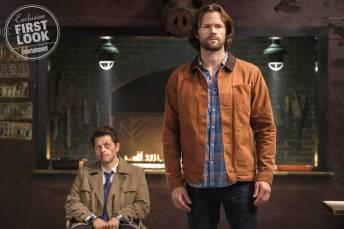 1 Supernatural   Sam e Castiel aparecem em novas fotos da 14ª temporada; Confira