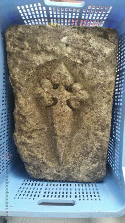 Resultado de imaxes para cruz de santiago en piedra