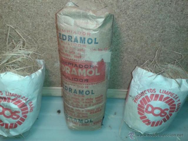 Pedramol, y estropajo para limpiar los ladrillos del suelo a mano