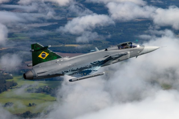 Brasil desarrollará misiles de largo alcance para sus cazas Gripen - Mundo  - ABC Color