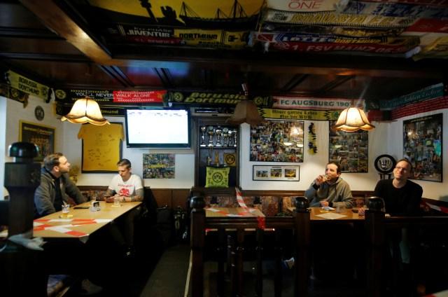 El distanciamiento social también se respetó en los bares