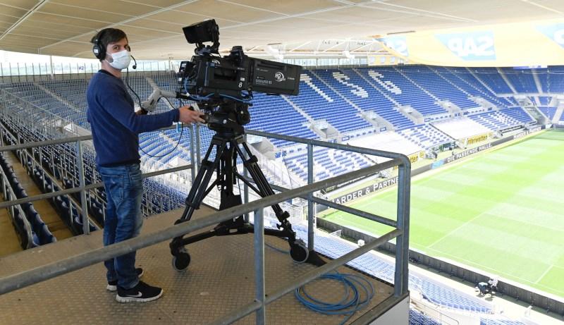 TV, present at the return to the Bundesliga (REUTERS)