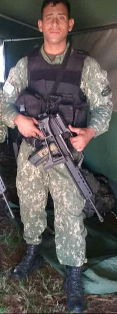 Alex Guillenea tenía cuatro hijos. Uno de ellos de apenas meses. Fue ejecutado junto a otros dos soldados en Montevideo (Facebook)