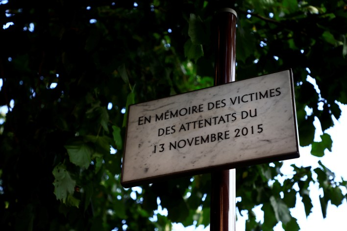 A commemorative plaque for the victims of Paris' November 2015 attacks is seen near the bar and restaurant previously named Comptoir Voltaire in Paris, France, September 1, 2021. Twenty defendants will stand the trial of Paris' November 2015 attacks from September 8, 2021 to May 25, 2022 at Paris courthouse on the Ile de la Cite, with nearly 1,800 civil parties, more than 300 lawyers, hundreds of journalists and large-scale security challenges. Picture taken September 1, 2021. REUTERS/Sarah Meyssonnier/File Photo