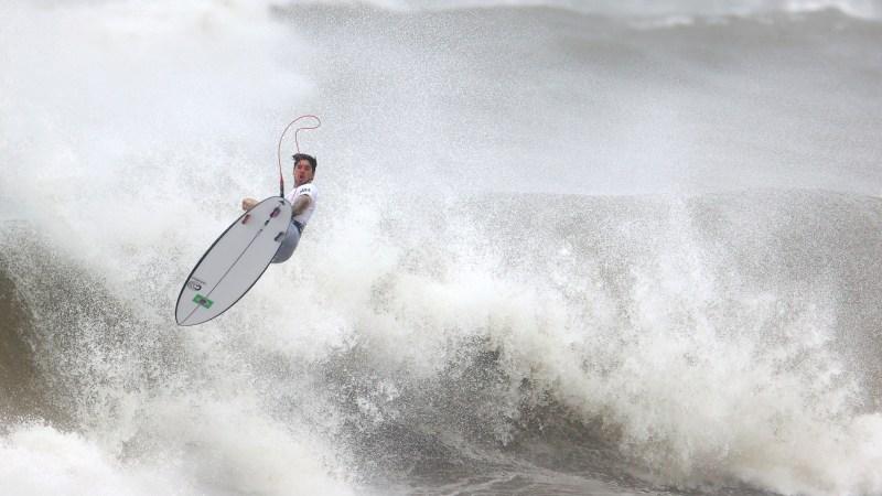 Tokyo 2020 Olympics - Surfing - Men's Shortboard - Quarterfinals - Tsurigasaki Surfing Beach, Tokyo, Japan - July 27, 2021. Gabriel Medina of Brazil in action during Heat 2 REUTERS/Lisi Niesner