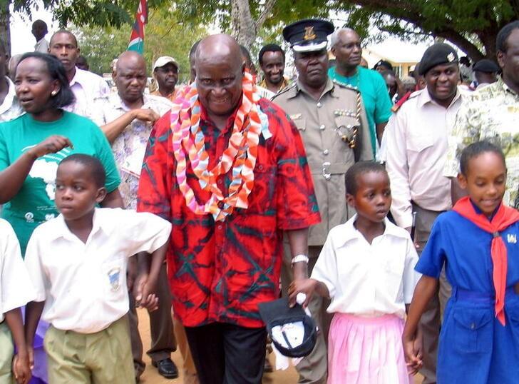 Former Zambian president Kenneth Kaunda (C) walks with children in Ganze village .  REUTERS/Joseph Okanga/File Photo