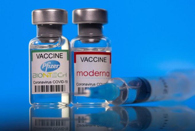 Spain mulls delaying second dose of Moderna and Pfizer shots, El Mundo reports | Reuters