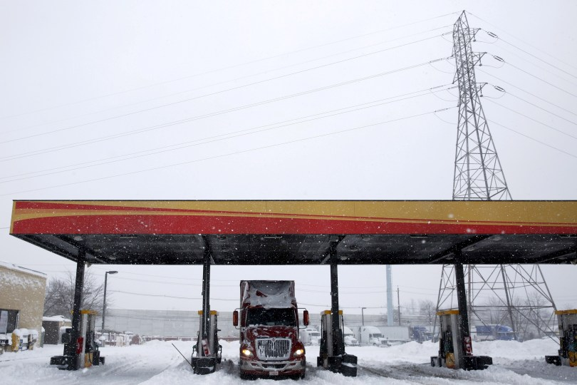 A freight truck waits at a fuel stop during a winter storm near Trenton, New Jersey, January 23, 2016.  REUTERS/Dominick Reuters