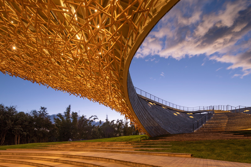 Press kit | 1002-04 - Press release | Yangliping Performing Arts Center - Studio Zhu-Pei - Landscape Architecture -  Wooden roof and outdoor theater  - Photo credit: Jin Weiqi