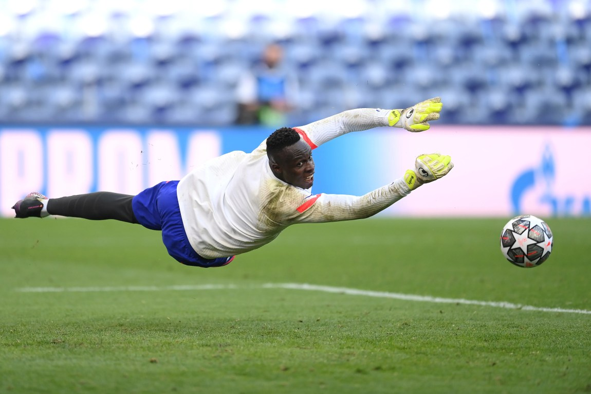 PORTO, PORTUGAL - MAY 28: Edouard Mendy of Chelsea makes a save during the Chelsea FC Training Session ahead of the UEFA Champions League Final between Manchester City FC and Chelsea FC at Estadio do Dragao on May 28, 2021 in Porto, Portugal. (Photo by David Ramos/Getty Images)