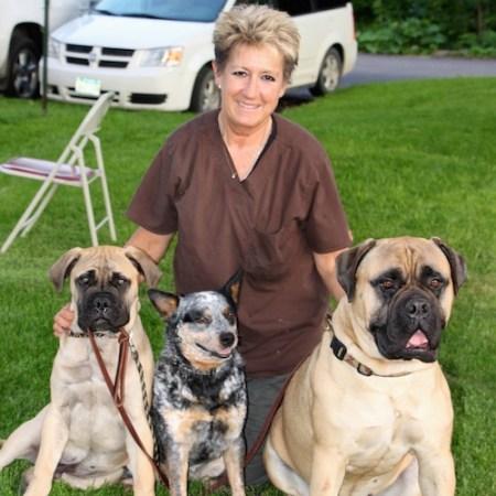 Gwen&Dogs1