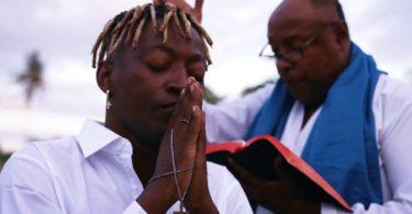 VIDEO: Mzee Wa Bwax - Nimeokoka Mp4 Download