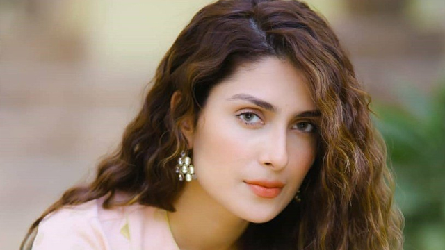 Ayeza Khan Request Fans to