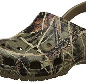 crocs Classic Realtree Clog, Khaki, 7 M US Women / 5 M US Men