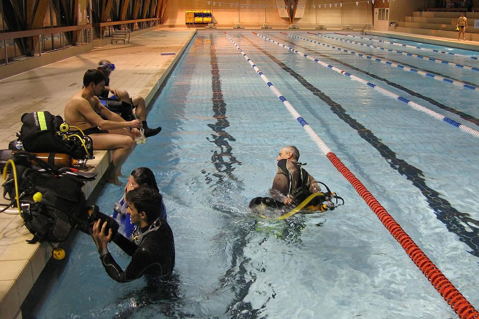 Plong e sous marine orl ans la source piscine et fosse for Club piscine orleans