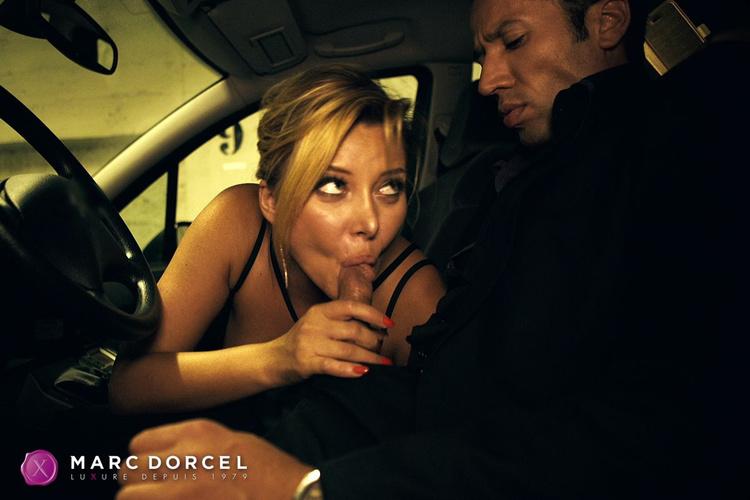 pipe dans un taxi anna polina