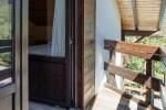 Вход в двухкомнатные апартаменты в мини-гостинице Вершина в Гуамке