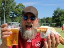 Endlich! Bier und Bratwurst!