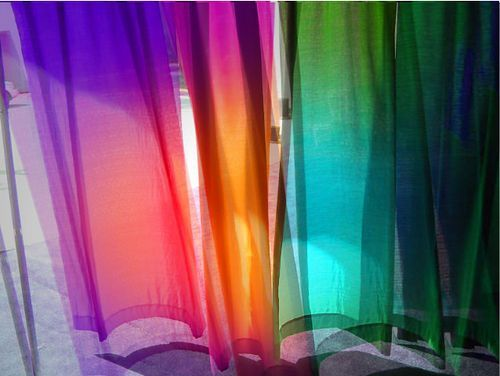 moving colored curtains, por independentman