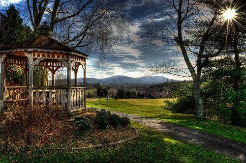 Gazebo at Pen Park - Meadowcreek Golf Course, por Small_Realm