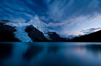 Berg Lake Twilight, por Jeff Pang