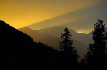 4th of July Storm at Sunset on Trail Ridge Road, por AlphaTangoBravo Adam Baker
