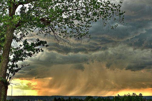 Storm Over There, por Randen Pederson
