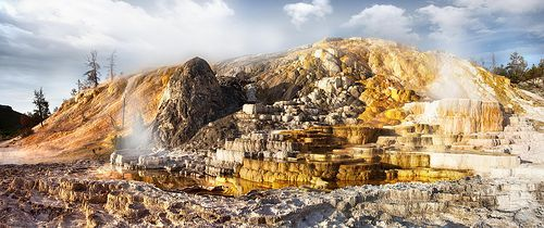 'Golden Mound', United States, Wyoming, Yellowstone National Park, Mammoth Springs, por Christopher Schoenbohm