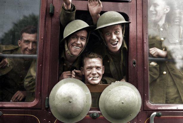 Las tropas británicas embarcan alegremente su tren para la primera etapa de su viaje al frente occidental - Inglaterra, 20 de septiembre de 1939, por BenAfleckIsAnOkActor