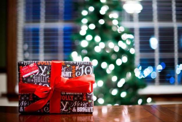 regalos y el árbol