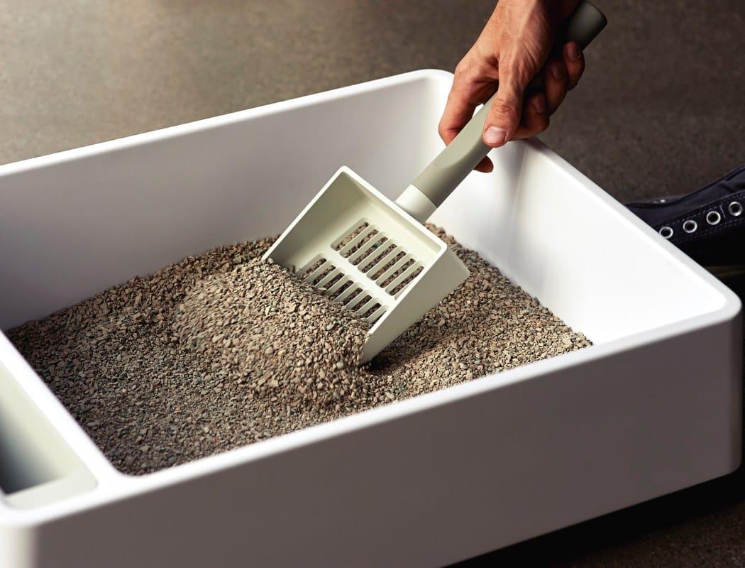 ¿Se puede tirar la arena para gatos por el inodoro?