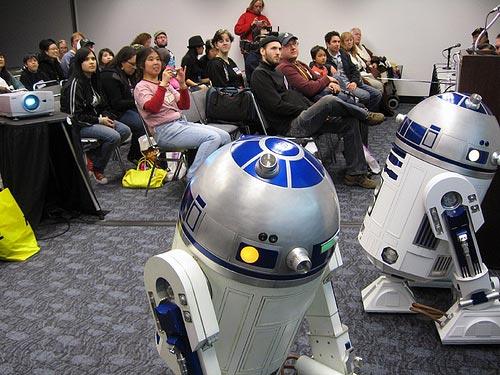 IMAGE: R2 Builders @ Wondercon 2008