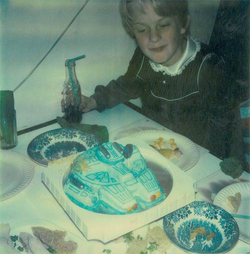 Millennium Falcon Birthday Cake by cole007 @ Flickr / CC BY-NC-ND 2.0
