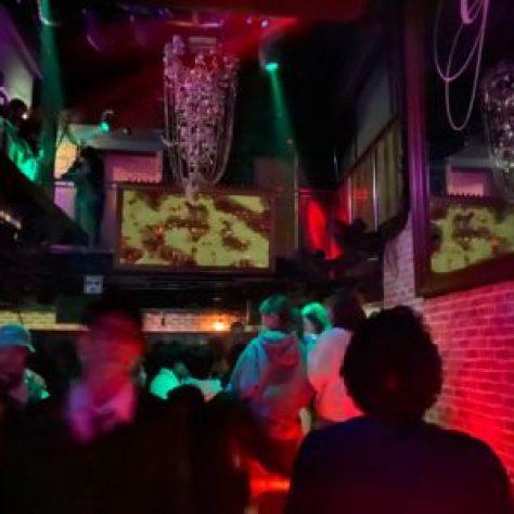 心斎橋、ミナミ、難波の人気のクラブ、道頓堀や梅田のDJBARやクラブイベントでは飲み放題が大人気、ゲスト料金なら無料で飲み放題や無料で3ドリンクついているクラブなども有り※イベントによります。女性無料のクラブや、初心者におすすめのCLUBまで